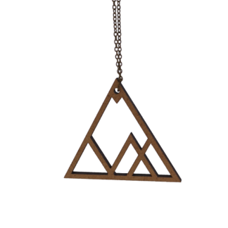 collier-triangle-montagne-face