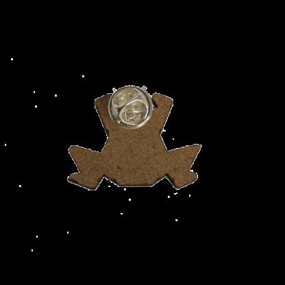 broche-grenouille-gravure-dos