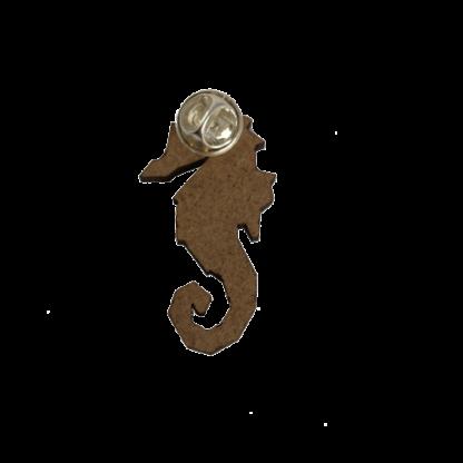 broche-hippocampe-gravure-dos